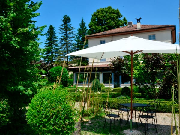 giardino con gazebo ristorante Hostaria da Ivan